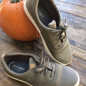 Sperry Kids leather lace up sneaker Boys size 4.5